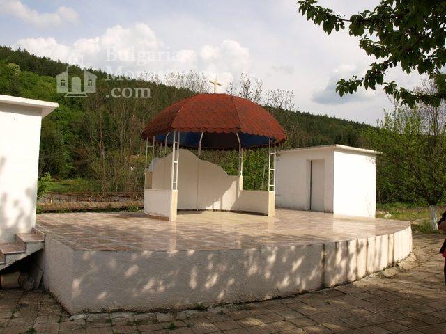 Каранвърбовски манастир (Снимка 13 от 26)