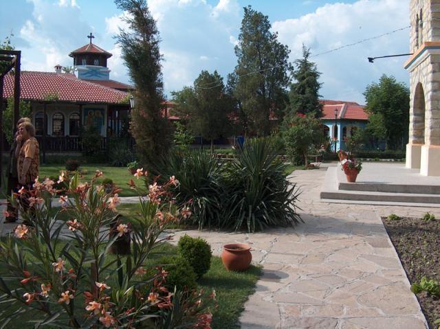 Кърджалийски манастир - Градината (Снимка 3 от 6)