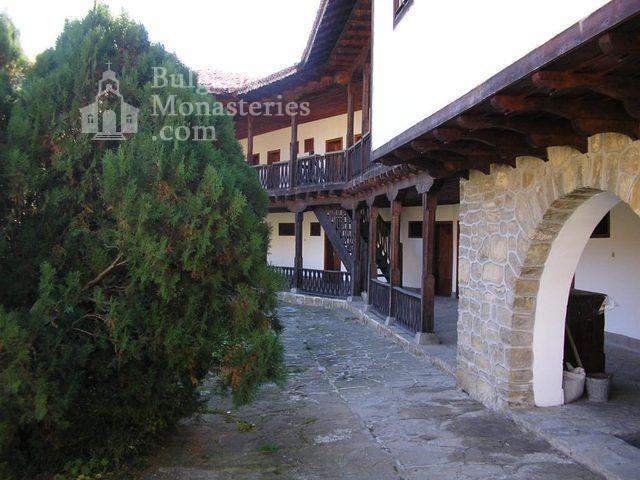 Килифаревски манастир  (Снимка 14 от 23)