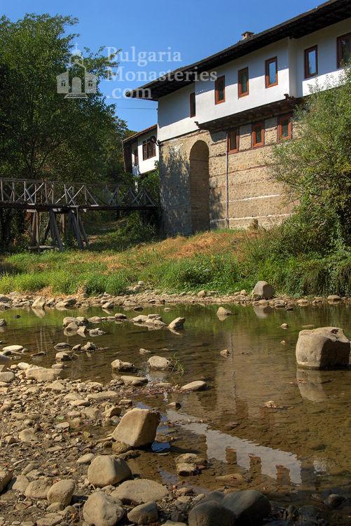 Килифаревски манастир  - Комплексът от вън (Снимка 13 от 23)
