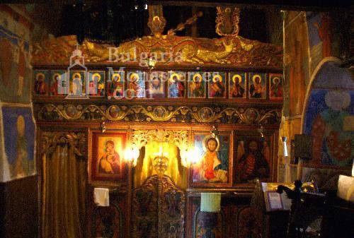 Кладнишки манастир - Иконостасът в църквата (Снимка 4 от 16)