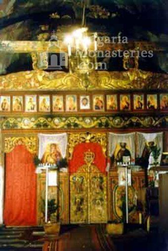 Кладнишки манастир - Иконостасът в църквата (Снимка 11 от 16)