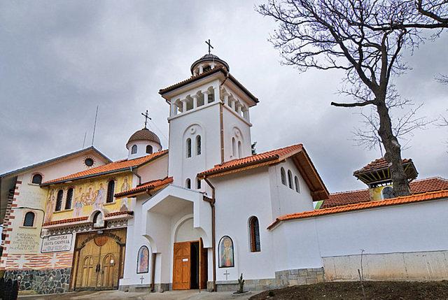 Клисурски манастир (Снимка 2 от 10)