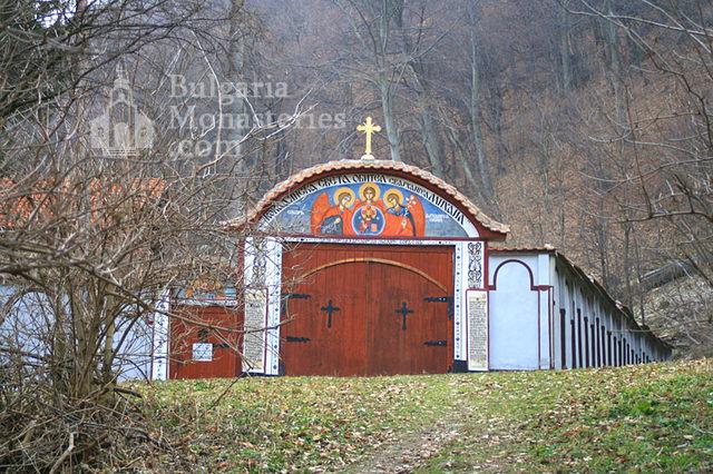 Кокалянски манастир (Снимка 7 от 20)
