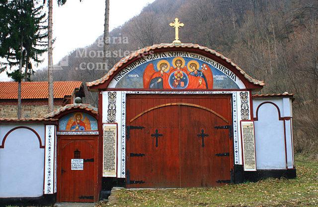 Кокалянски манастир - Манастирските порти (Снимка 8 от 20)