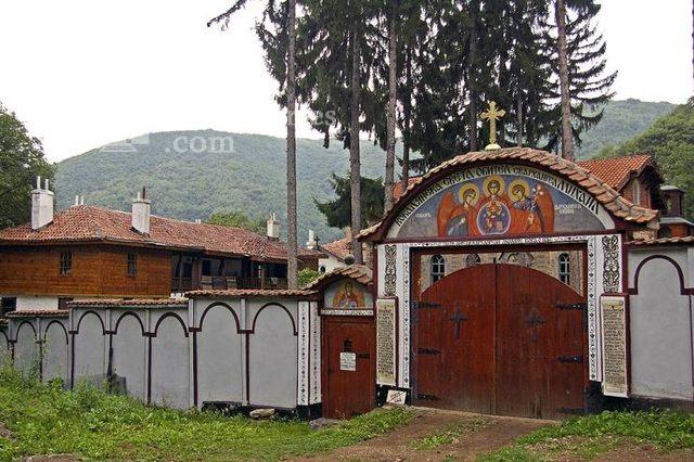 Кокалянски манастир - Манастирският вход (Снимка 19 от 20)
