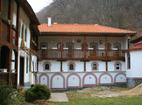 Кокалянски манастир - Вътрешният двор