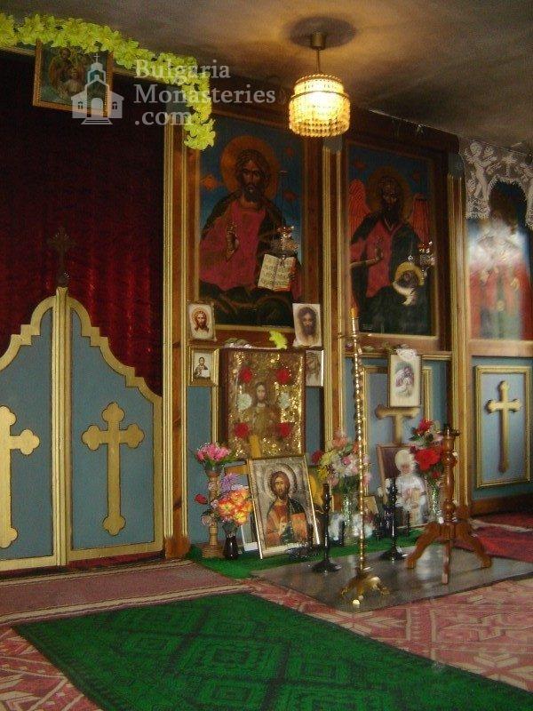 Копривецки манастир - Олтарът в църквата (Снимка 12 от 18)