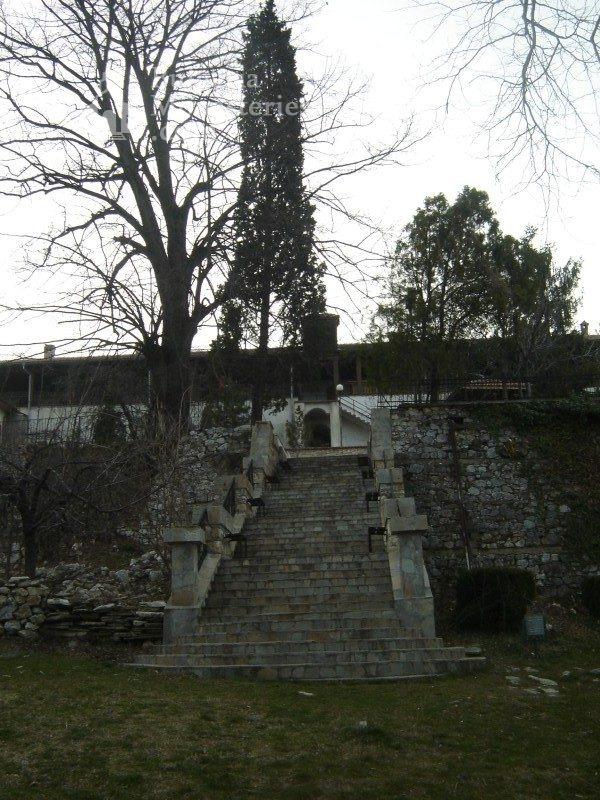 Кукленски манастир - Стълбите към жилищните сгради (Снимка 15 от 27)