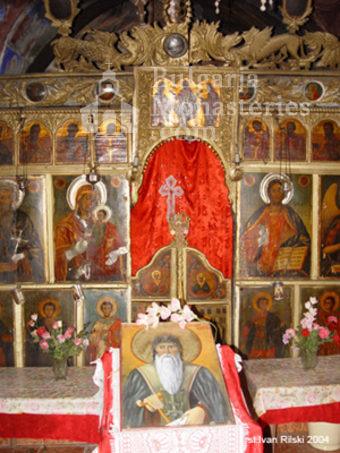 Курилски манастир - Иконостасът в църквата (Снимка 19 от 21)