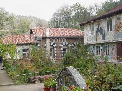 Курилски манастир - Манастирската църква (Снимка 7 от 21)