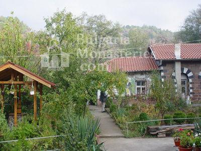 Курилски манастир - Манастирският двор (Снимка 6 от 21)