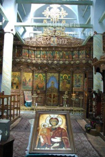 Лопушански манастир - Иконостасът в църквата (Снимка 22 от 23)