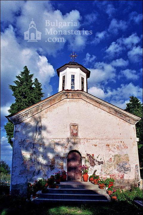 Лозенски манастир - Куполите на църквата (Снимка 9 от 15)