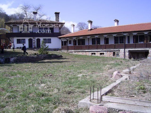 Лозенски манастир - Манастирският двор (Снимка 15 от 15)