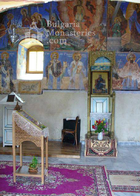 Лозенски манастир - Вътрешността на църквата (Снимка 3 от 15)