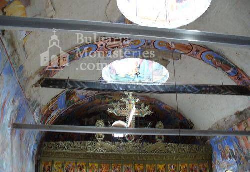 Лозенски манастир - Вътрешността на църквата (Снимка 4 от 15)