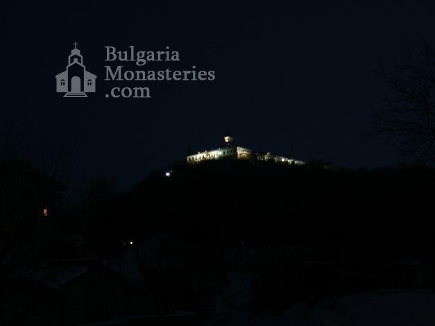 Лясковски манастир - Манастирът прес ноща (Снимка 6 от 13)