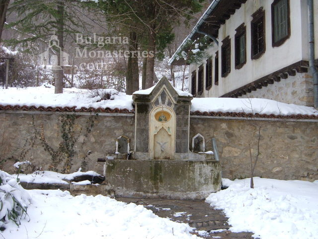 Мъглижки манастир - Чешмата (Снимка 10 от 14)