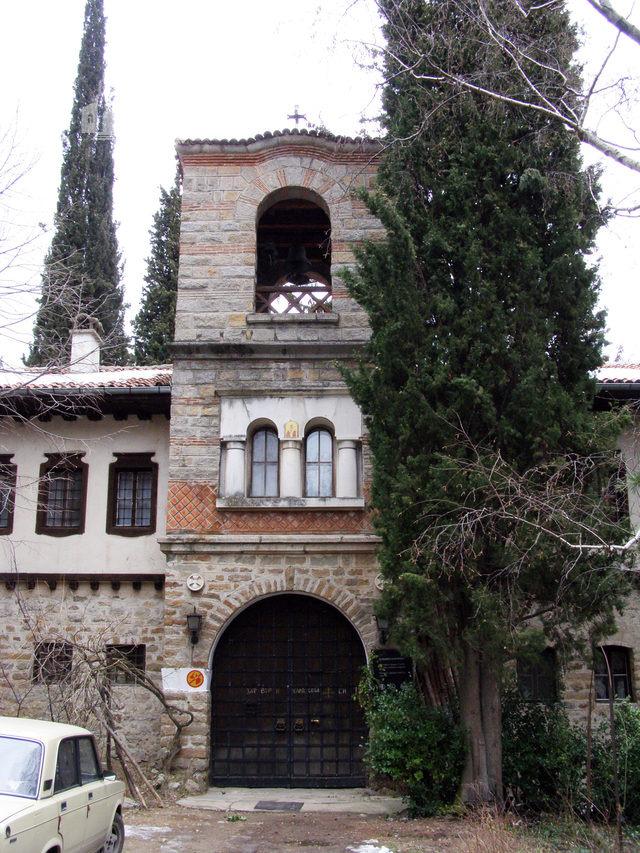 Мъглижки манастир - Манастирският вход (Снимка 6 от 14)