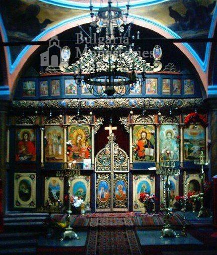 Мердански манастир - Иконостасът в църквата (Снимка 4 от 7)