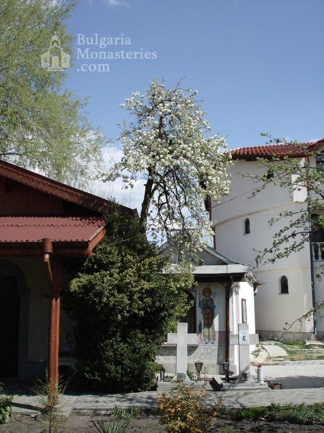 Обрадовски манастир (Снимка 5 от 18)