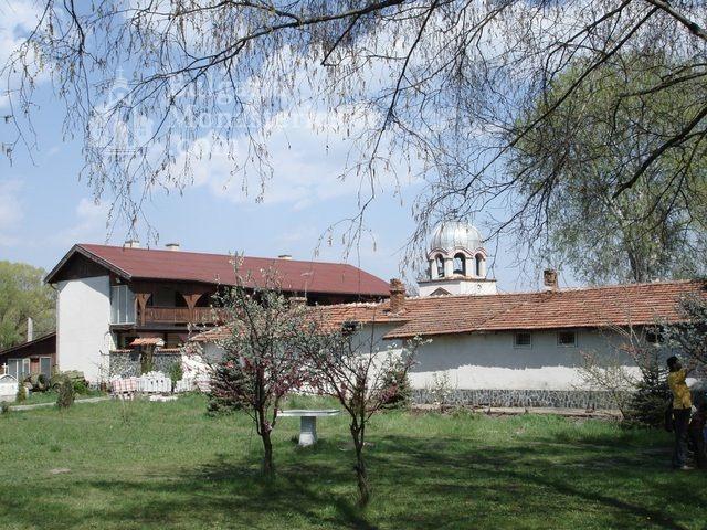 Обрадовски манастир - Жилищните сгради (Снимка 9 от 18)