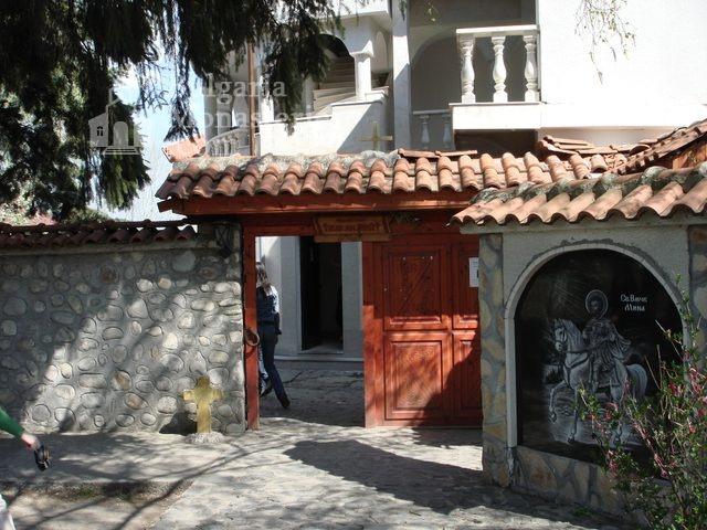 Обрадовски манастир - Манастирският вход (Снимка 6 от 18)