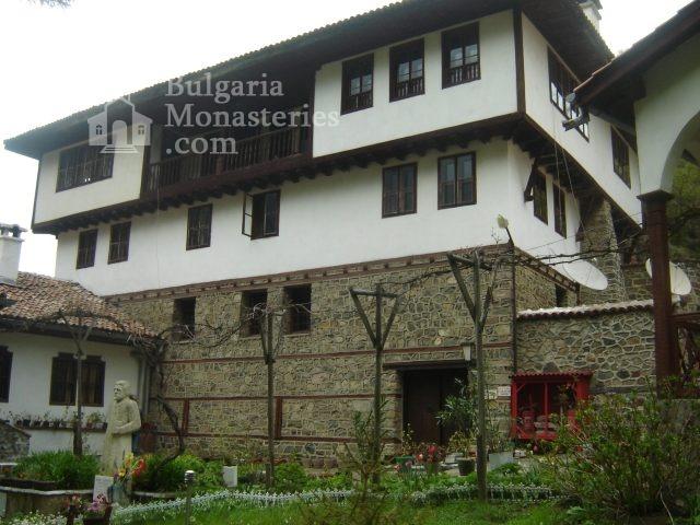 Осеновлашки манастир - Жилищните сгради (Снимка 15 от 27)