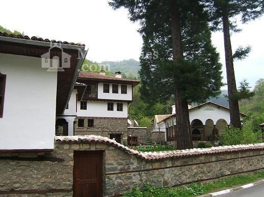 Осеновлашки манастир - Манастирският вход (Снимка 5 от 27)