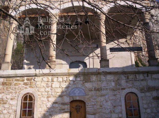 Патриаршески манастир - Изглед към църквата (Снимка 19 от 23)
