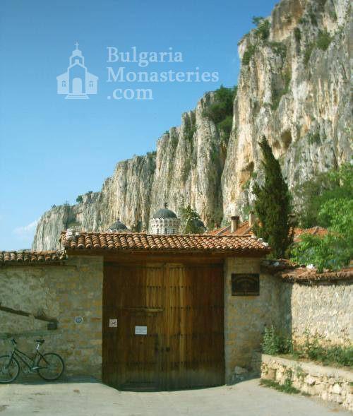 Патриаршески манастир - Входът на манастира (Снимка 10 от 23)