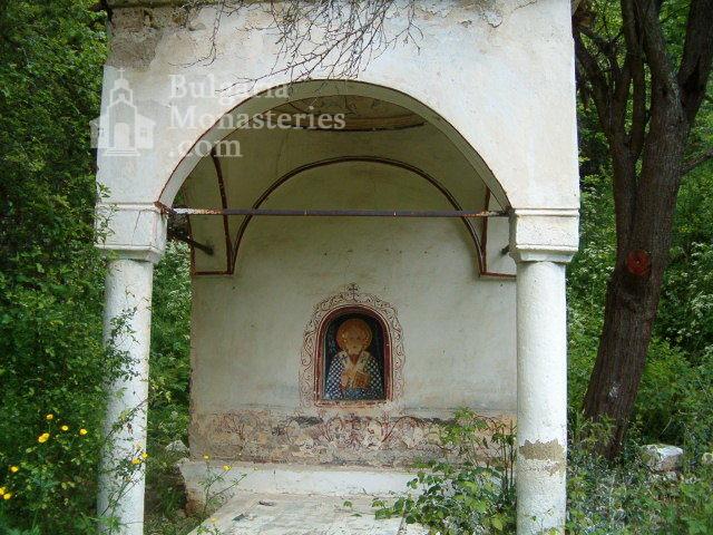 Пещерски манастир - Дворът на манастира (Снимка 8 от 10)