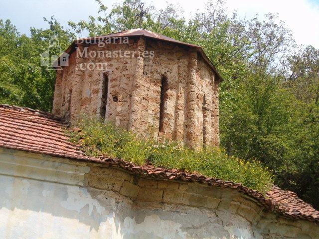 Пещерски манастир - Куполът на църквата  (Снимка 7 от 10)