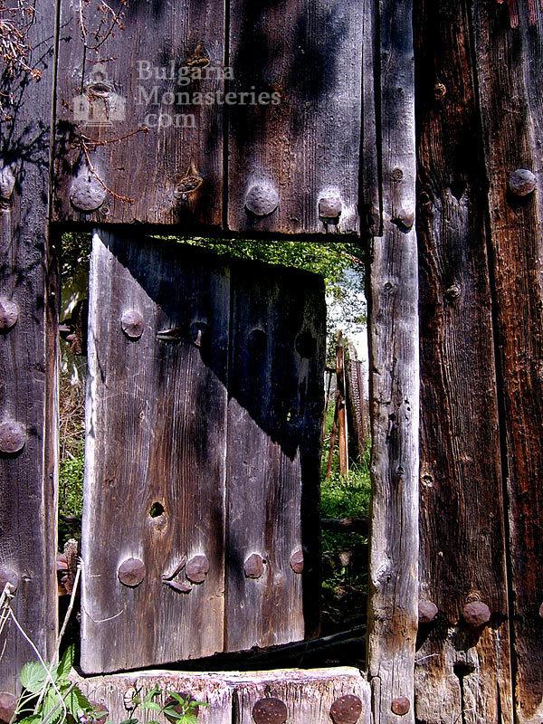 Пещерски манастир - Манастирската порта (Снимка 3 от 10)