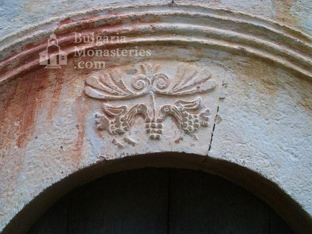 Пещерски манастир - Украса на фриз (Снимка 9 от 10)