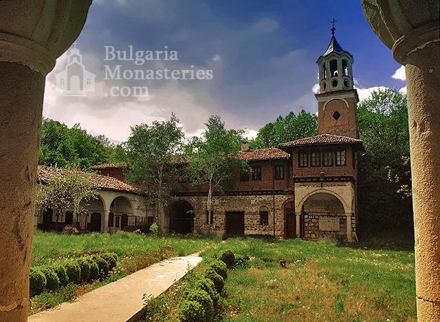 Плаковски манастир (Снимка 1 от 12)