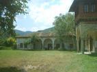 Плаковски манастир - Манастирският двор