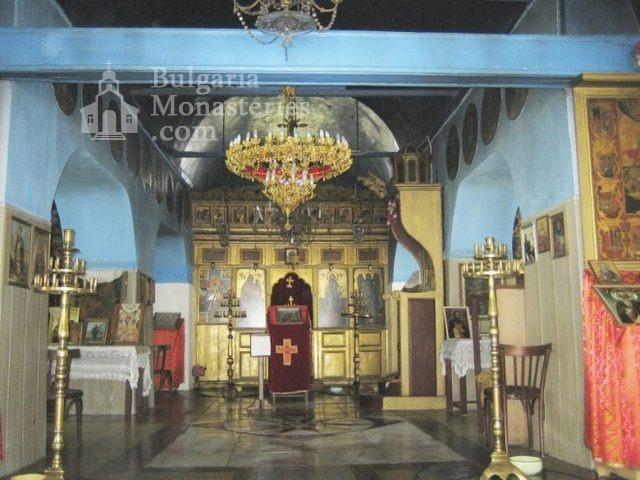 Поморийски манастир - Иконостасът в църквата (Снимка 6 от 24)