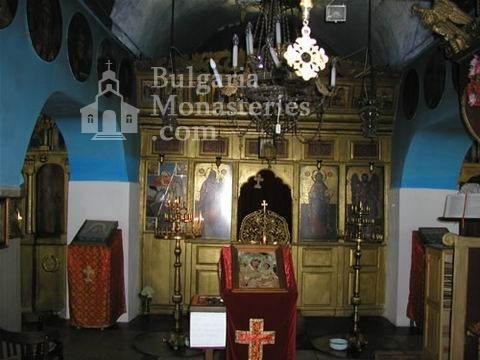 Поморийски манастир - Иконостасът в църквата (Снимка 20 от 24)