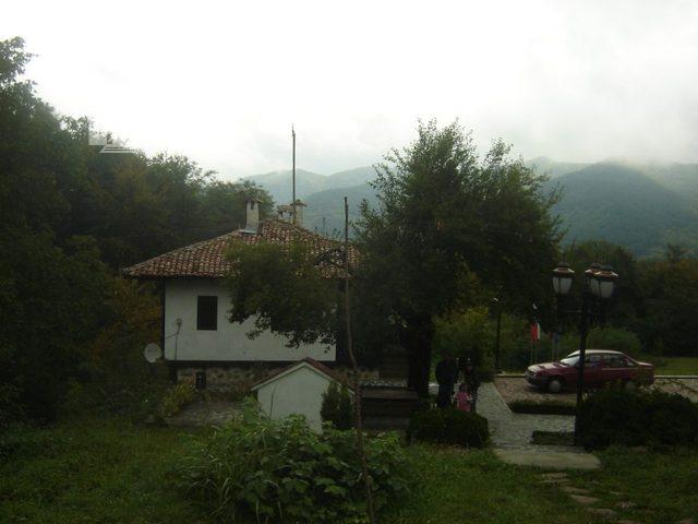 Правешки манастир (Снимка 14 от 21)