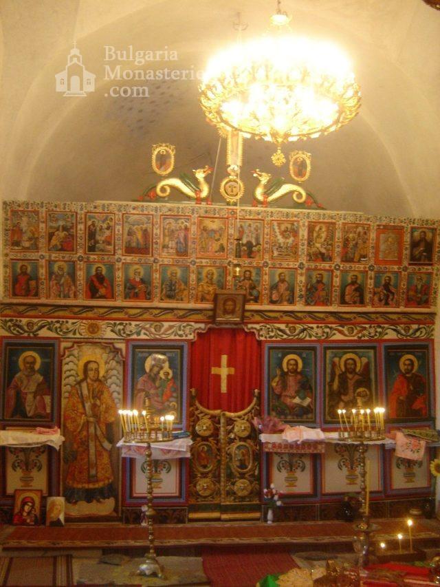 Правешки манастир - Иконостасът (Снимка 16 от 21)