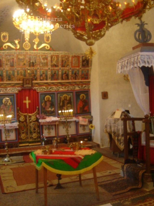Правешки манастир - Иконостасът (Снимка 17 от 21)