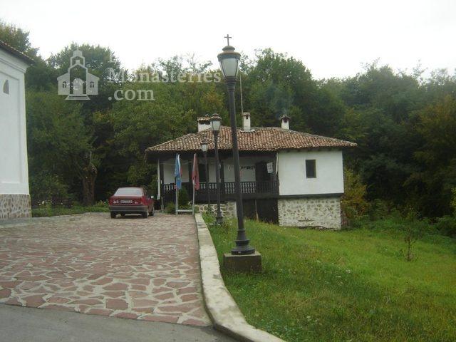 Правешки манастир - Църквата  (Снимка 5 от 21)