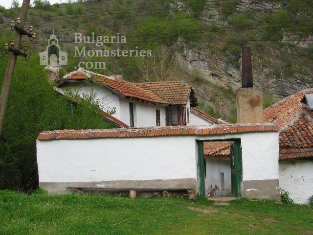 Разбоишки манастир - Входът на манастира (Снимка 3 от 27)