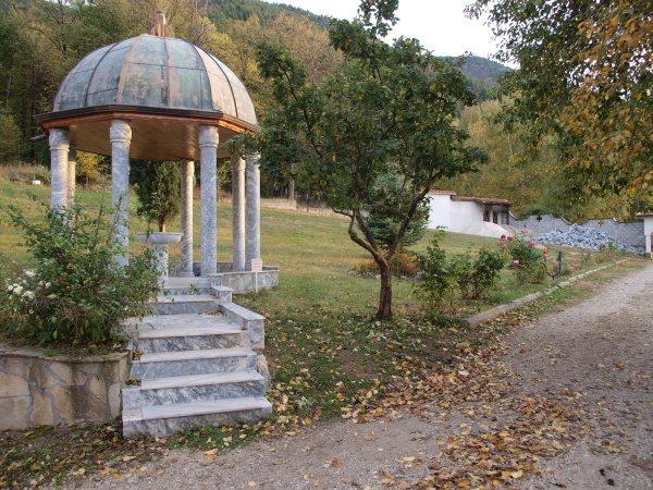 Ресиловски манастир (Снимка 21 от 29)