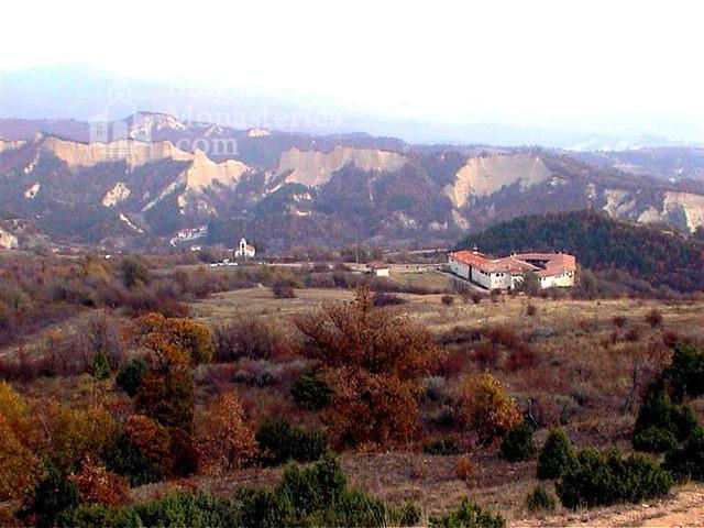 Роженски манастир  - Манастирът от далеч (Снимка 2 от 16)