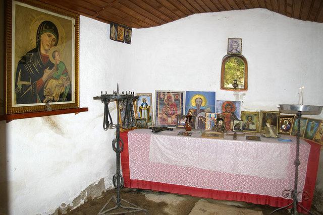 Сапаревобански манастир - В параклис Св. Стилиян Пафлагонийски до аязмото на манастир Св. Стефан  (Снимка 2 от 6)