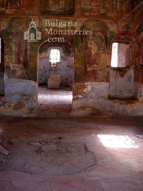 Сеславски манастир - Вътрешността на църквата (Снимка 4 от 8)