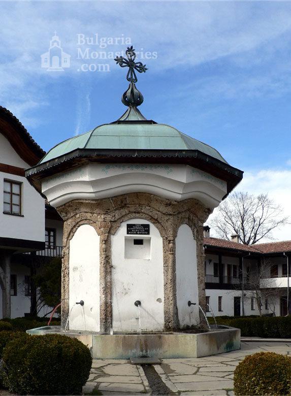 Соколски манастир - Чешмата (Снимка 10 от 40)